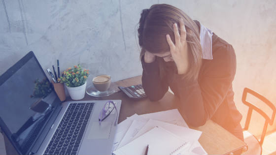 stressed-employee-causes-of-employee-burnout